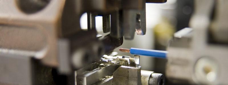 Sertissage industriel : rivetage ou auto-poinçonnage